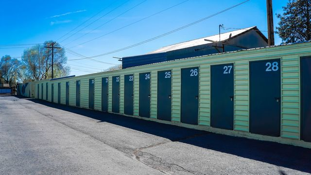 Medium blue elephant storage  scott street 4