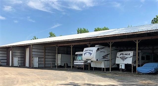 Medium store more trailer parking