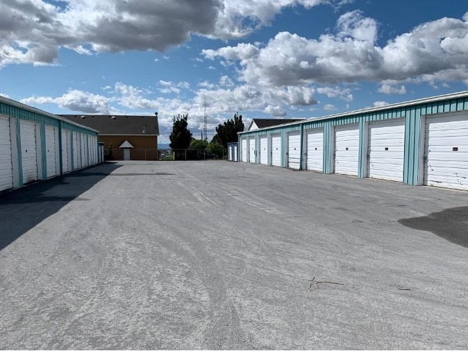 Benefits of Renting Self Storage While Moving.jpg