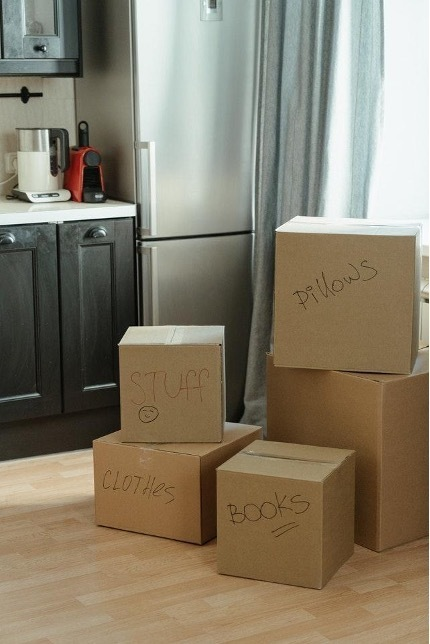 Benefits of Renting Self Storage While Moving (2).jpg