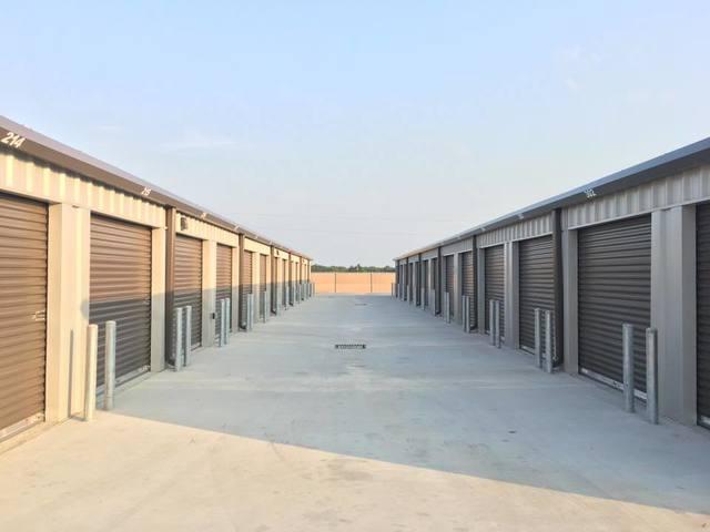 Medium 10x20 unit driveway